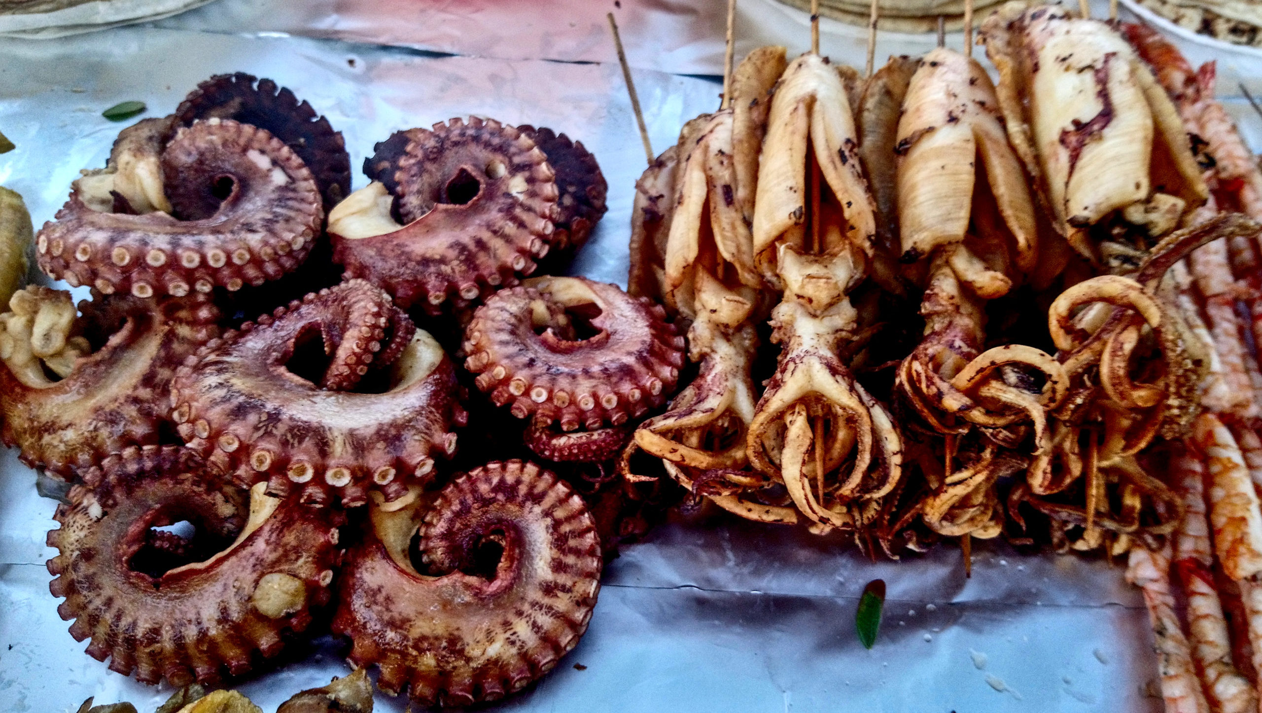zanzibar-night-market-owoce-morza