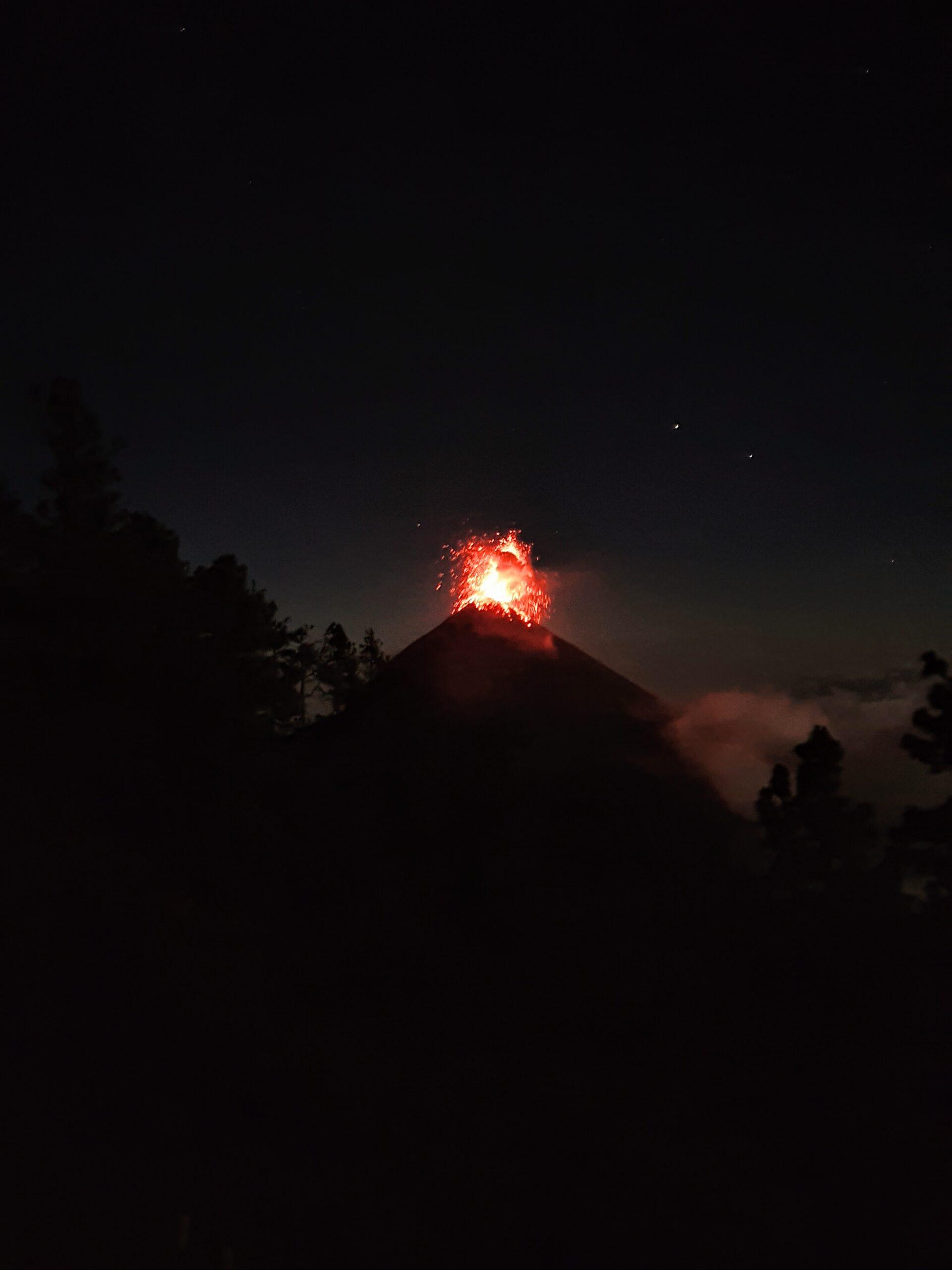 wulkan-fuego-wybuch
